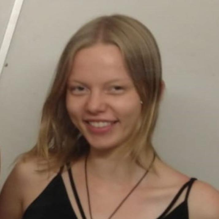Theresa Hirsch - Vullnetare në Deutsch-Albanische Schule
