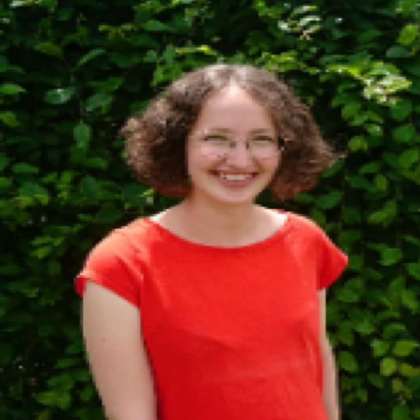 Katharina v. Altrock - Vullnetare në Deutsch-Albanische Schule
